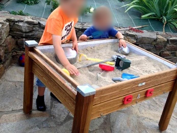 construire un bac sable stunning fabriquer un bac en bois. Black Bedroom Furniture Sets. Home Design Ideas